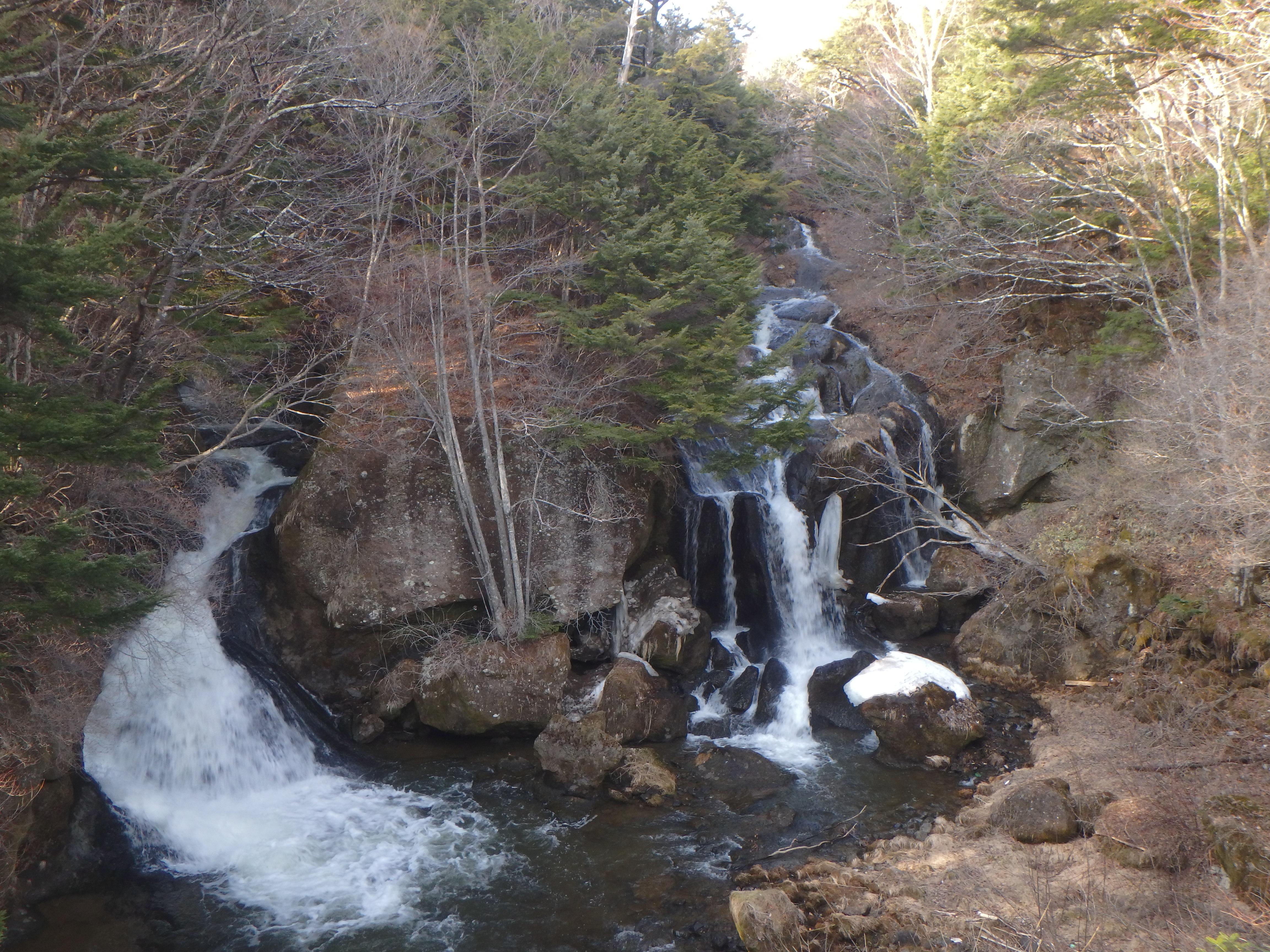 華厳の滝とは全然違う趣きの竜頭の滝