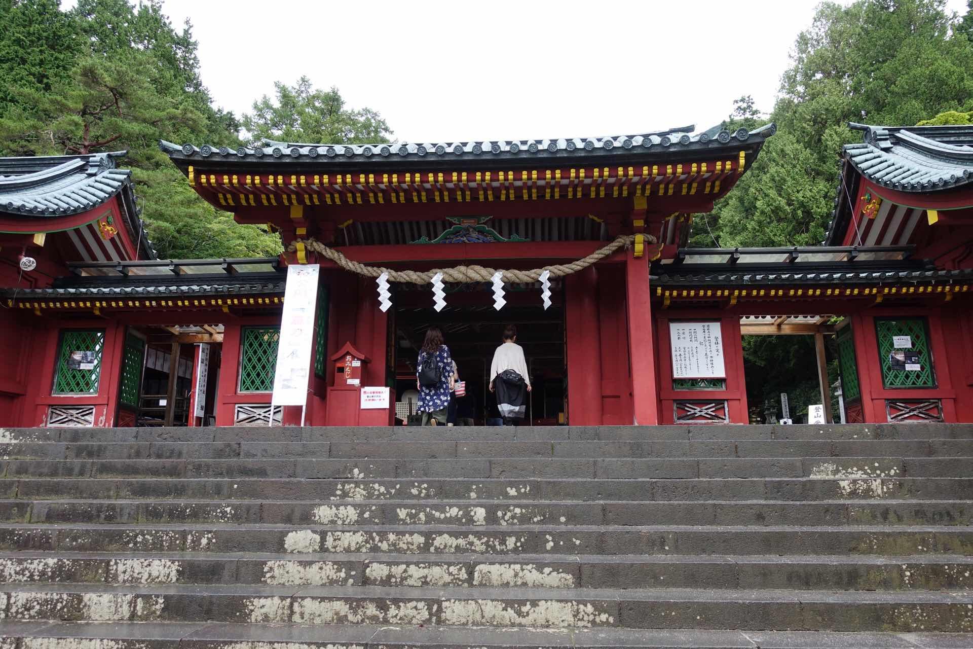 中禅寺湖 二荒山 中宮祠では雨も上がって