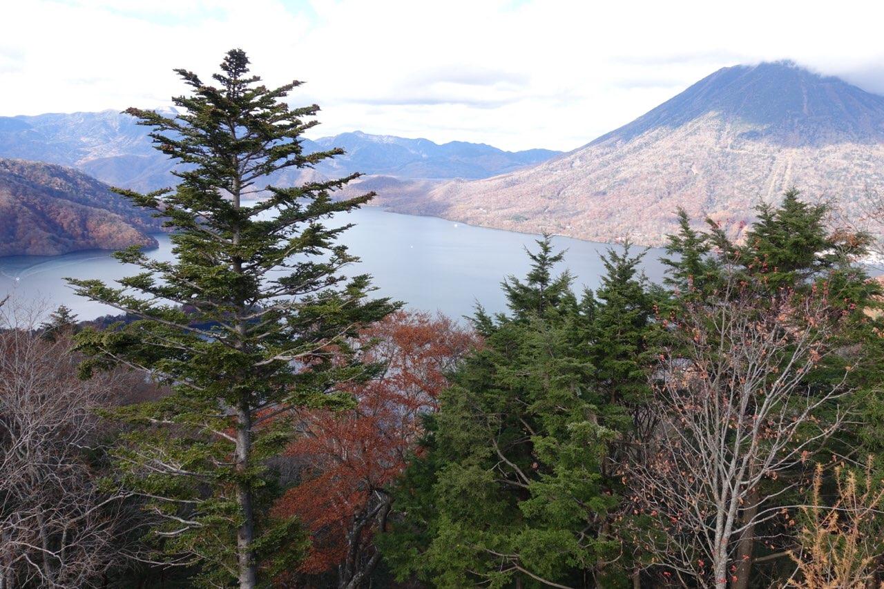 中禅寺湖展望台駐車場から見える中禅寺湖も素敵な表情です