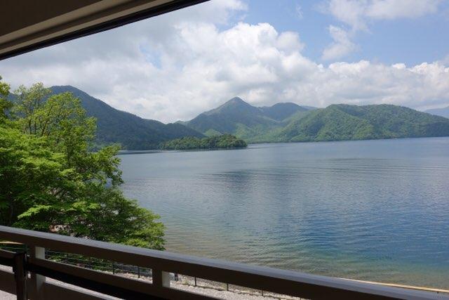 英国大使館から望む中禅寺湖!ケイコのお気に入りの場所のひとつです^_^